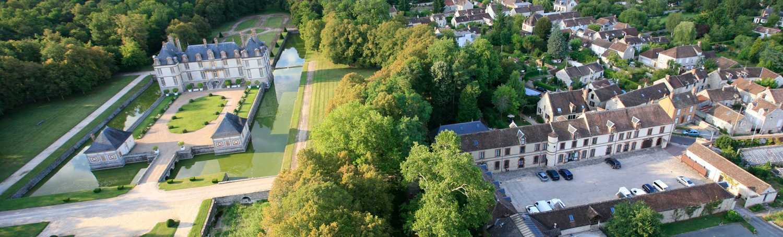 Vue-centre-d'affaires-et-châteauth